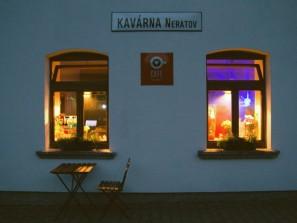 Noc světel v kavárně